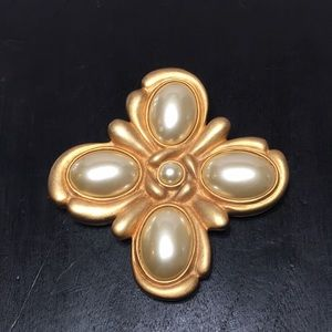 Gold brooch Linda Dano pearl Maltese Cross